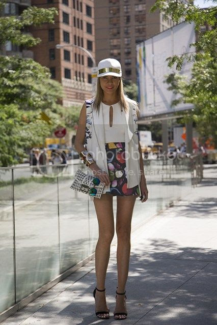 photo Dasha-Gold-new-york-fashion-week-street-chic-vogue-8sept13-dvora_426x639_zps3b509189.jpg
