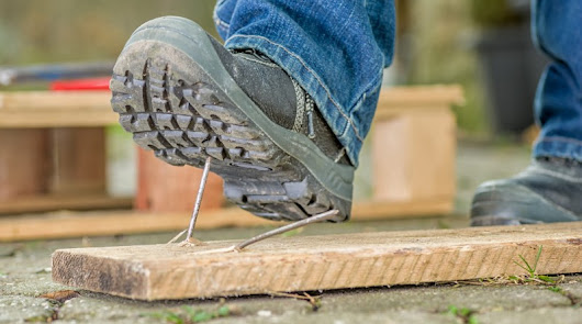 All about Industrial Work Boots and foot protection: Safety boot guides