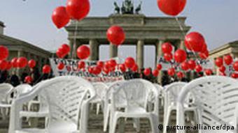 Ημέρα δράσης στην Πύλη του Βραδεμβούργου για το δικαίωμα των προσφύγων να μείνουν στη Γερμανία
