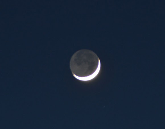 Earthshine or the 'Old Moon in the New Moon's arms' from earlier this week. Photo by author.