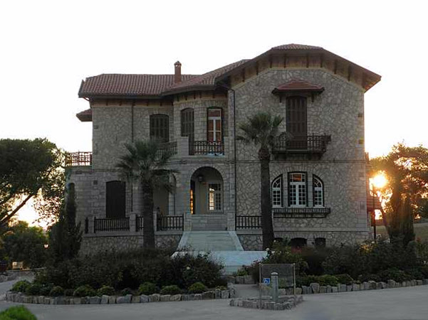 http://www.wondergreece.gr/public/images/2013/04/10/syros_poseidonia/20130410193411syros_poseidonia2.jpg