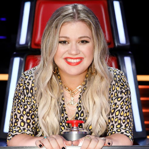 +Kelly Clarkson joined #TheVoice for night one of #VoiceKnockouts