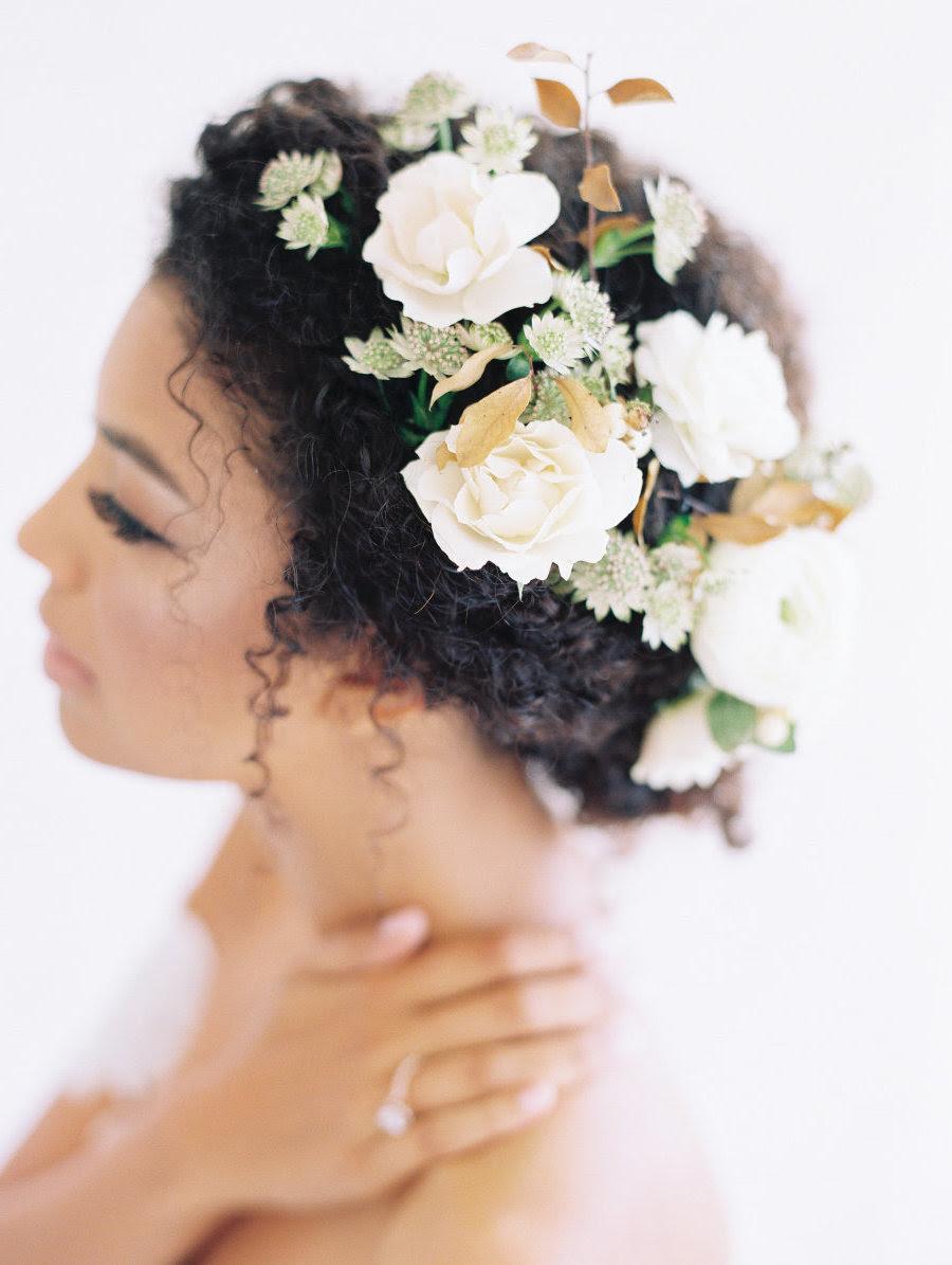Blumen Frisur Krone Frisur Mit Blumen Und Deko Steinen Haare