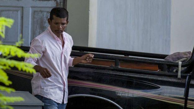 Reynaldo Peralta recebe o corpo de Vilma Trujillo