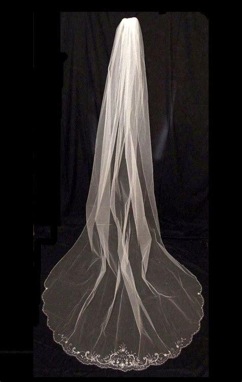 646 best Romantic Wedding Veils images on Pinterest