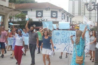 Foto da manifestação realizada em Caxambu no início de março. Divulgação ONG Nova Cambuquira.