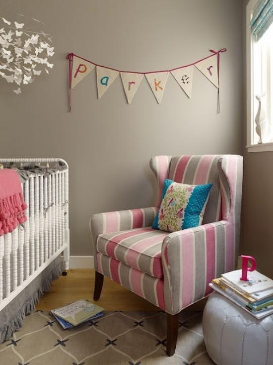 wanddeko lila streifen ideen kleines babyzimmer gestalten