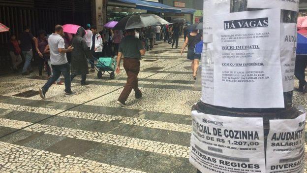 Poste com anúncios de emprego em São Paulo