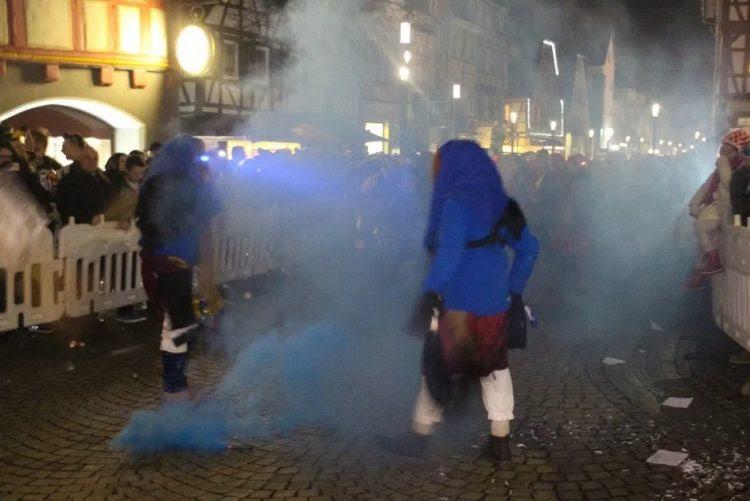 Resultado de imagem para Mulher atirada para caldeirão com água a ferver em parada de Carnaval