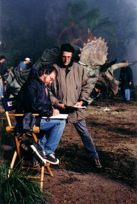 dinosaursandotherawesomestuff:<br /><br />crisenlagranpantalla:<br /><br />Steven Spielberg in Jurassic park<br /><br />Never saw this production photo from TLW before, neat!<br />