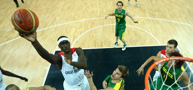 Brasil joga contra a Grã Bretanha no basquete masculino (Foto: Christian Petersen/Staff/GettyImages)