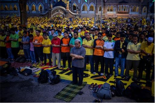 Bersih 4.0 - Malays Praying
