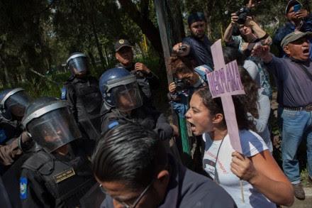 Impiden protesta en Los Pinos contra feminicidios en Juárez. Foto: Octavio Gómez
