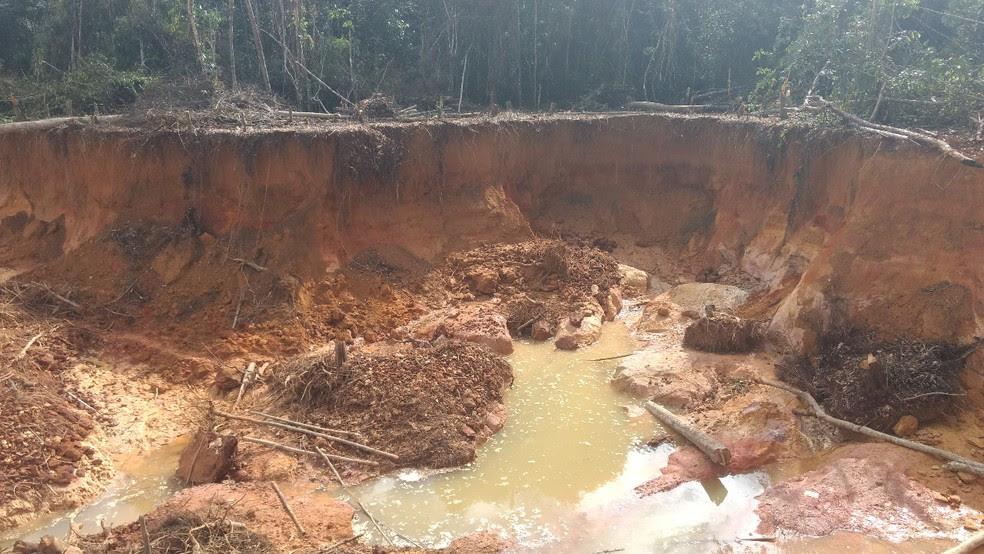 Profundidade do garimpo mostra degradação da Terra Indígena Yanomami em Roraima (Foto: Divulgação/Exército Brasileiro)