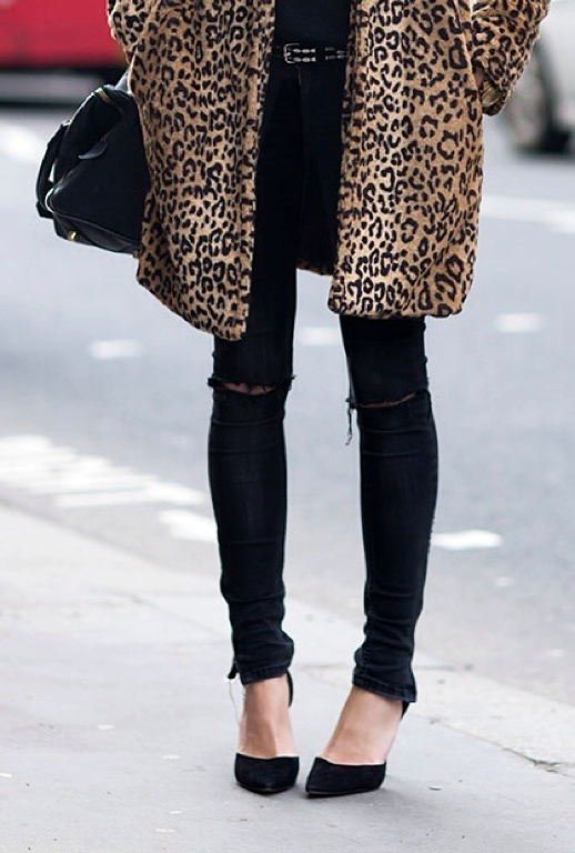 LE FASHION BLOG STREET STYLE INSPIRATION LEOPARD PRINT COAT JACKET WITH SKINNY BLACK PANTS SKINNY JEANS SKINNIES CROSSBODY SATCHEL BAG STUDDED BELT TORN RIPPED KNEES SUEDE POINTY TOE HEELS PUMPS VIA THEYALLHATEUS