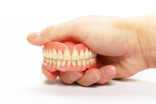 The Pain of Wearing Loose Dentures | Life Dental Implants