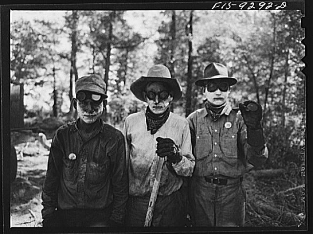 Little Rock, Arkansas to Missouri-Arkansas state line. War emergency pipeline from Longview, Texas to Norris City, Illinois. Pot firer and assistants. Their faces are painted with salve for protection against fumes of hot asphalt paint