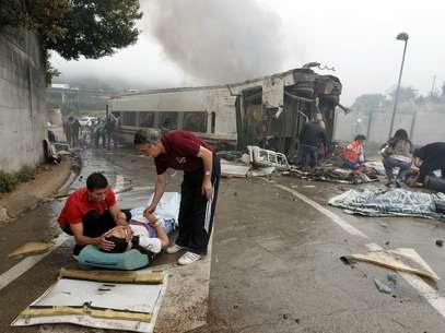 El nuevo balance de las víctimas mortales del accidente de tren ocurrido en Santiago de Compostela se redujo este viernes a 78. Foto: AFP