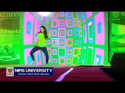 High Rated Gabru | College Girl Hit Dance Performance in Fresher Party