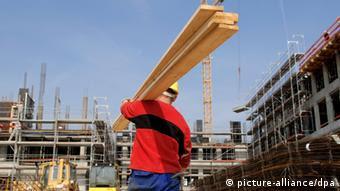 80 σεντ την ώρα είναι ο μισθός που πληρώνουν οι εργοδότες στους πρόσφυγες, σύμφωνα με τα γερμανικά συνδικάτα