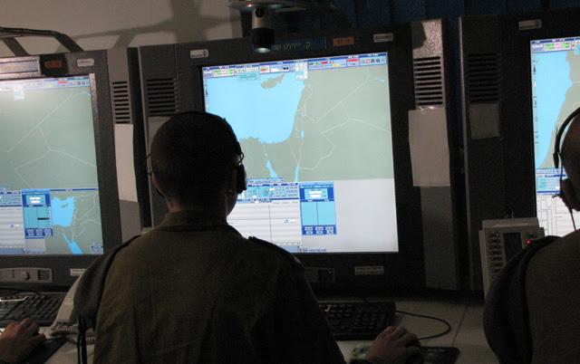 El control de la Defensa Aérea de Israel durante el simulacro.   S.E.