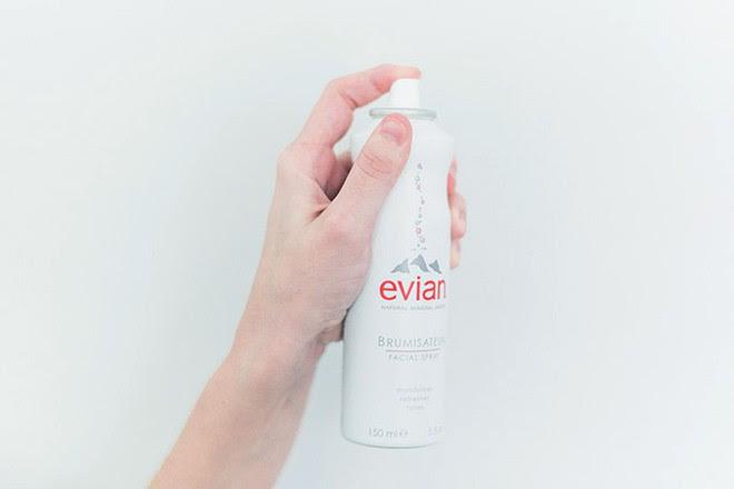 Để cấp ẩm tức thì trả lại vẻ ẩm mướt, mềm mịn cho da, bạn hãy tham khảo ngay 7 loại xịt khoáng ngon-bổ-rẻ này - Ảnh 5.
