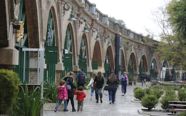 El paseo explota 20 arcos bajo las vías del tren San Martín, entre Libertador y Freyre