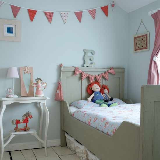 Tranquil bedroom with vintage accessories   Girls' bedrooms - 20 ...