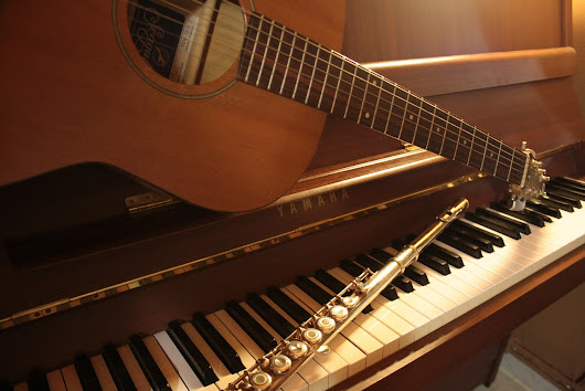 How Learning Basic Piano Improves Your Guitar Playing - Guitar Girl Magazine