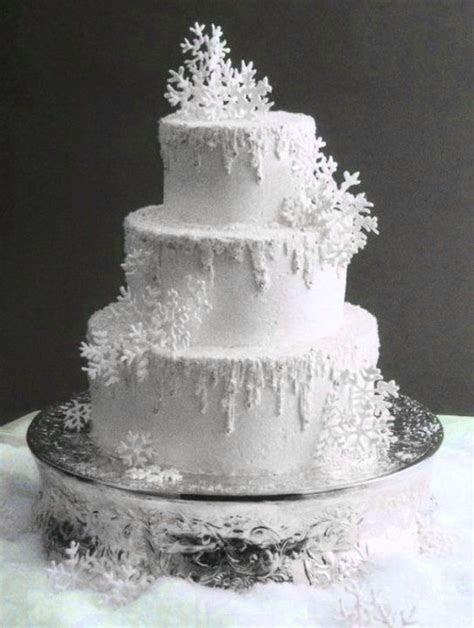 Winter Wedding Cakes We Love   Savvy Chic Avenue