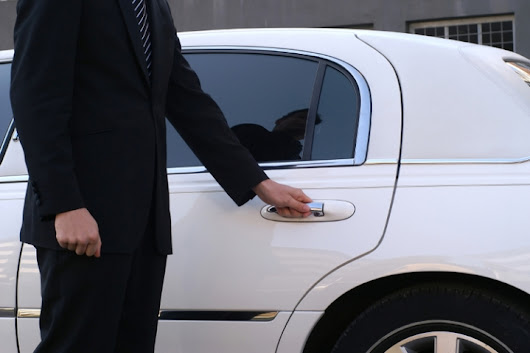 Toronto Airport Limos | Limousine Service in Toronto - Top 3 Best Reasons to Choose Airport Limo Service in Oakville