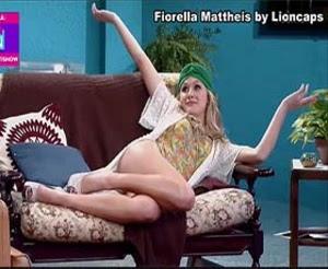 Fiorella Mattheis sensual na serie vai que cola