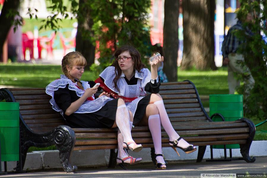 Последний звонок в Саранске. Школьницы в Пушкинском парке