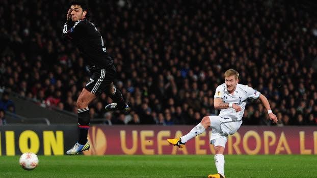 Tottenham empatou no fim do jogo para garantir a classificação