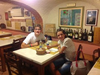 Cena con un giovane autistico, promossa nel dicembre 2013 dall'ANGSA della Spezia e dalla Fondazione Il Domani dell'Autismo