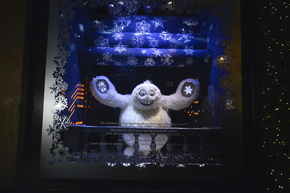best-window-displays_saks-fifth-avenue_2013_christmas_the-yeti-story_03