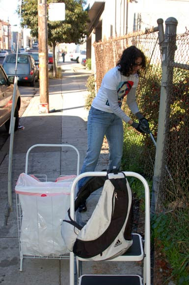 4pullingout-trash-bernal.jpg