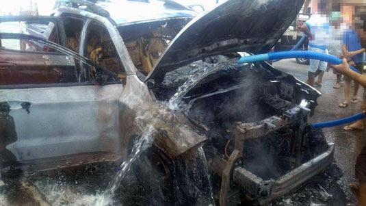 Populares usaram carro-pipa para evitar que o fogo se alastrasse   Foto: Leitor do Notícias de Santaluz