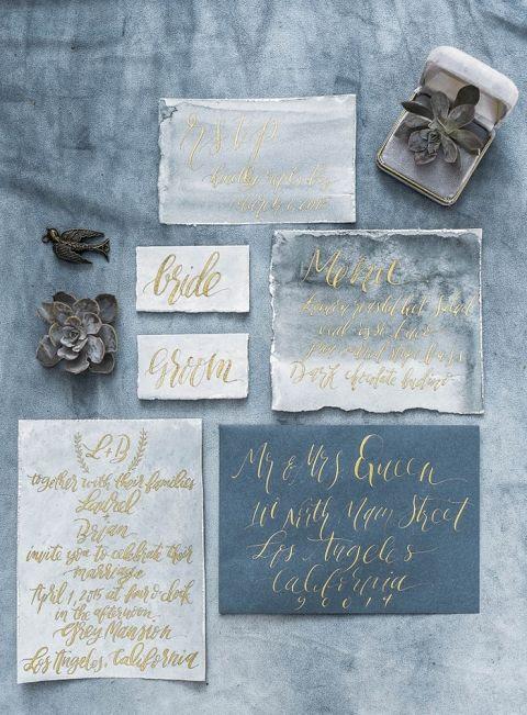 winter-Hochzeits-Einladung-suite in den Farben Grau und blau, mit gold Kalligraphie und Aquarell