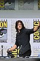 walking dead cast pays tribute to late stuntman at comic con 01