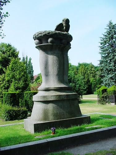 波爾的墓地1
