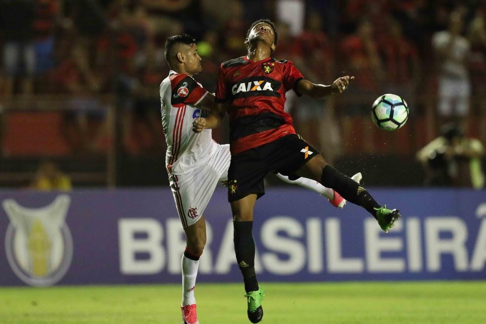 Sport e Flamengo fizeram partida equilibrada de forma geral (Foto: Aldo Carneiro / Pernambuco Press)