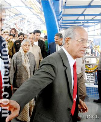 Delhi Chief Minister Sheila Dikshit with Delhi Metro Rail Corporation (DMRC) managing director, E Sreedharan seen during the inauguration of the Vishwavidyalaya - Jahangirpuri corridor of the Delhi Metro - phase II, in Delhi on February 3, 2009. It will be opened for the public use on Wednesday.