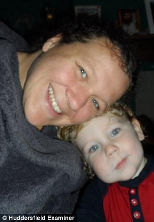 Kathleen McGrath đã sốc khi con trai bà, Benji Baker, năm tuổi, bị bắt nạt bởi vì sự biến dạng khuôn mặt hiếm gặp được gọi là bạch cầu lympho