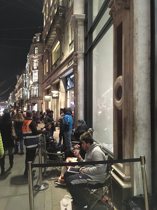 Apple iPhone X Launch saw Long Lines Across the Globe | TechnoMedium