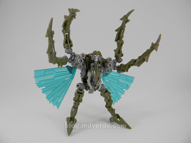 Transformers Insecticon HftD Scout - modo robot