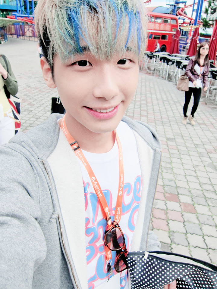 typicalben camwhore at genting outdoor themepark 1