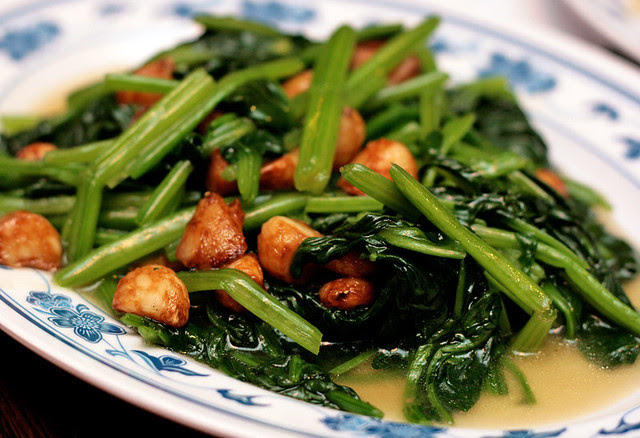Chinese spinach with garlic