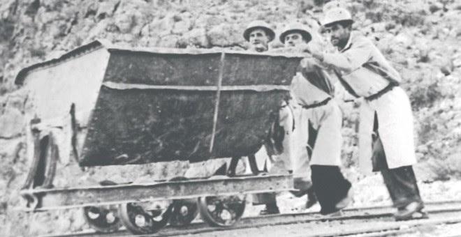 Trabajadores del embalse del Cenajo, en Murcia. CHS