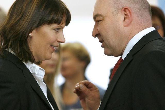 Die «Tagesschau» wird bei Experten zukünftig das politische Amt erwähnen: Chantal Galladé und Daniel Jositsch bei einer Wahlveranstaltung.